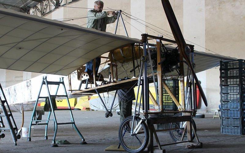 O samolotach z drewna i pilotach z żelaza